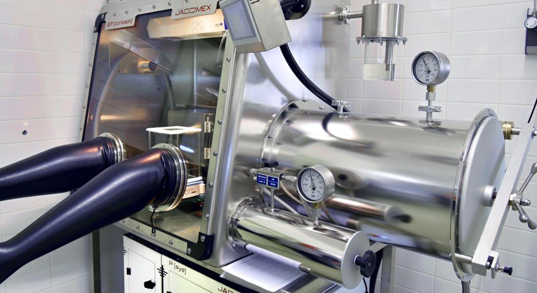 boite-gants-laboratoire-recherche-concept-cv