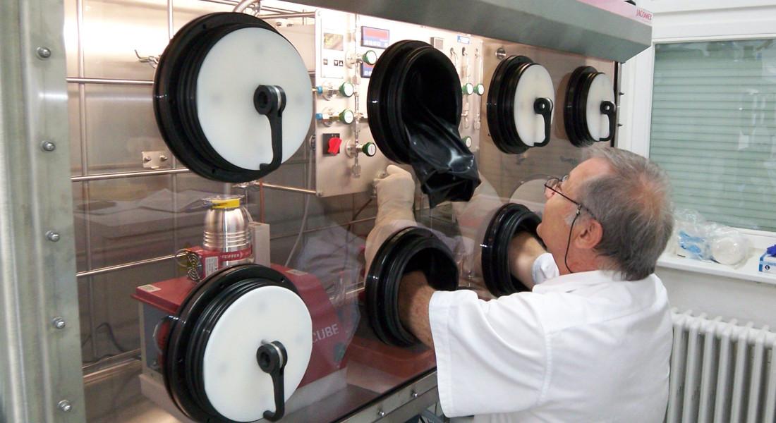Boîte à gants nucléaire Tritium